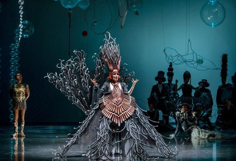 Verity Wingate als Luisa Casati tijdens de generale repetitie van 'Ritratto', de nieuwe opera van Willem Jeths. De wereldpremière in het Opera Forward Festival werd vrijdag afgelast.  Beeld Ruth Walz/DNO