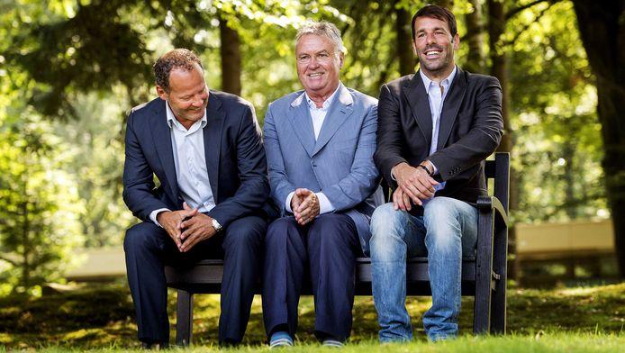 De Bondscoach en zijn assistenten: Guus Hiddink (M), Danny Blind (L) en Ruud van Nistelrooy (R).