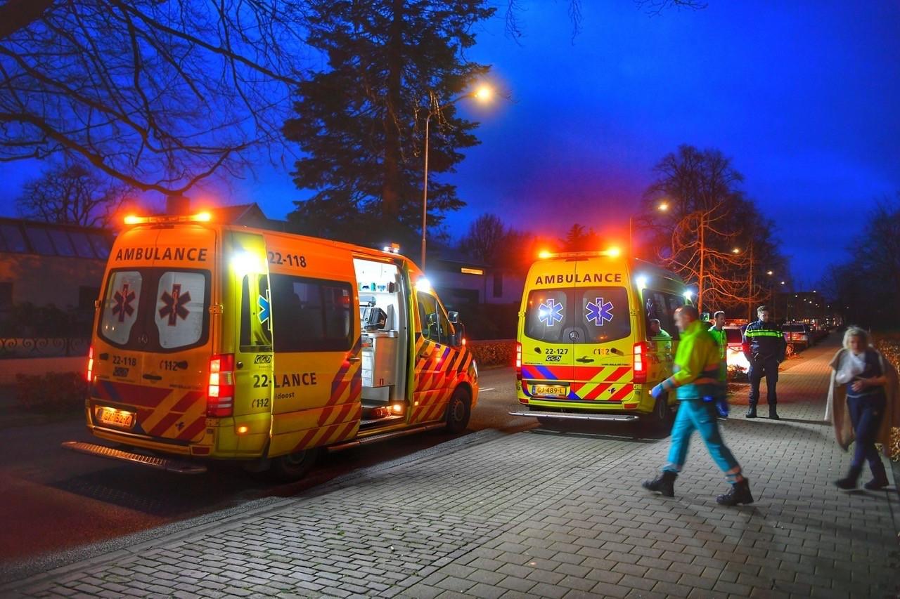 Flink wat hulpdiensten kwamen januari vorig jaar naar Eersel na een vechtpartij in een woning van Poolse arbeidsmigranten. Het Openbaar Ministerie spreekt van pogingen tot moord.