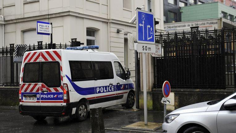 Het politiebureau van Charleville-Mezieres, waar de jongen zichzelf aangaf, nadat hij zijn naam zag opduiken in de media. Beeld afp