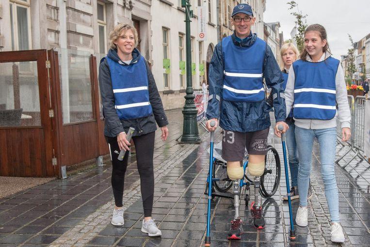 De strafste deelnemer: Eddy De Visscher uit Sint-Lievens-Houtem, verloor een jaar gelden beide benen na een verkeersongeval en stapt mee op twee prothesen.
