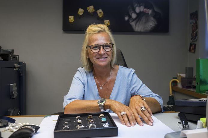 Ingrid Van Camp, de dochter van een van de oprichters van juwelenberijf L&A, start haar eigen juwelenlijn C-Jewels.