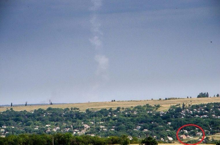 Foto waarop de rookpluim te zien is die de BUK-raket zou hebben achtergelaten. Beeld -