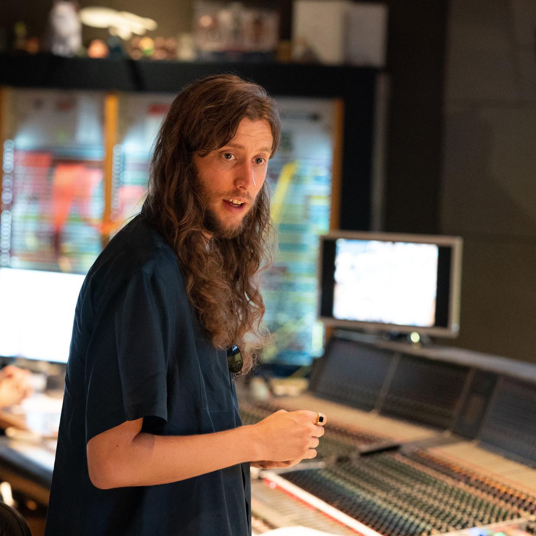 Ludwig Göransson tijdens de opnames van de 'The Mandalorian'-soundtrack Beeld Justin Lubin /Lucasfilm Ltd.