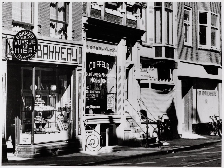 In de jaren na de oprichting in 1936 werd Bakkerij Vuysje ORT aan de Weesperstraat 14 een groot succes. Hoe meer Joodse vluchtelingen uit Duitsland naar Amsterdam kwamen, hoe groter de vraag naar Duits zuurdesembrood. Beeld Stadsarchief Amsterdam