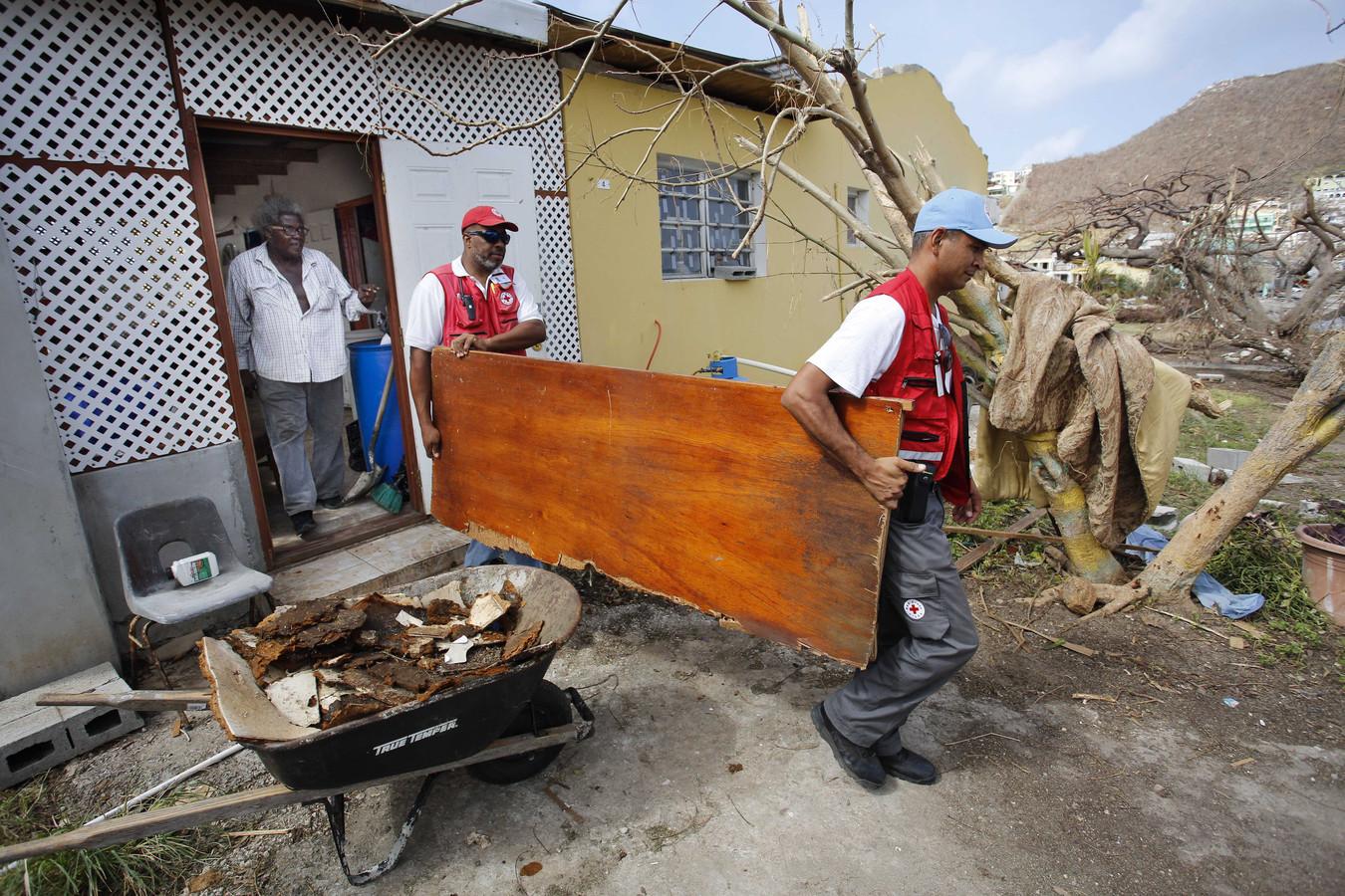 Schade op het eiland waar veel huizen zijn beschadigd of verwoest door orkaan Irma. 91 procent van de huizen heeft schade, een derde van de huizen is totaal verwoest.