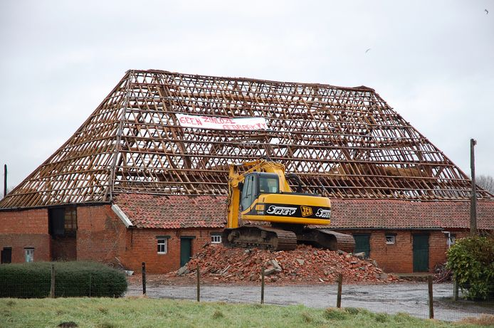 Het dak van de schuur van Hof ter Walle werd nadien echter volledig ontmanteld.