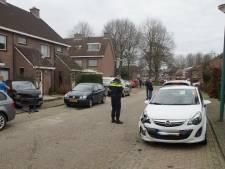 Per ongeluk 'verkeerd pedaal gebruikt': bestuurder richt enorme ravage in Kaatsheuvelse woonwijk aan