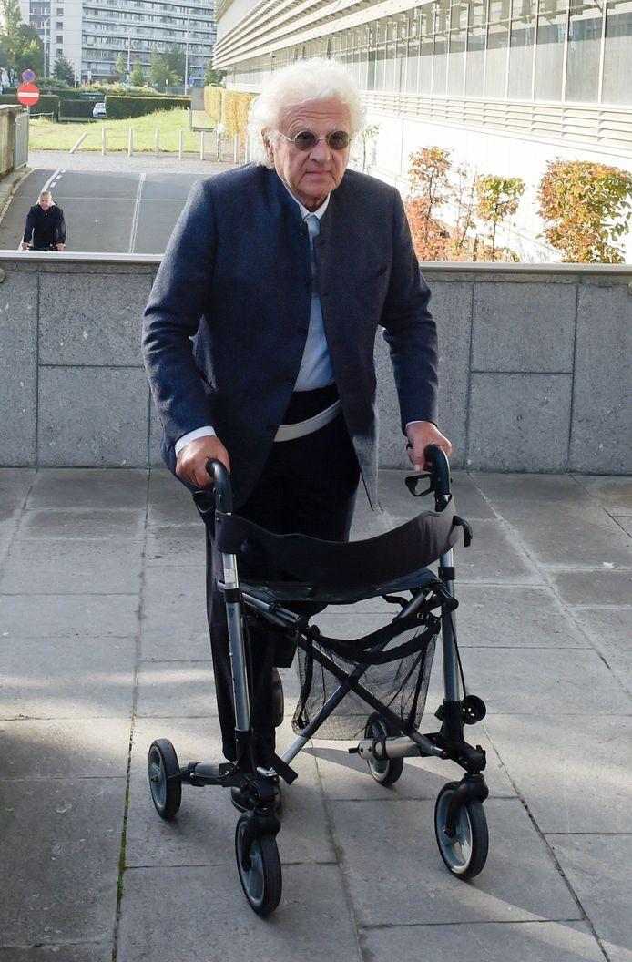 Door een verkeersongeval arriveerde de 79-jarige uroloog met een rollator aan het gerechtsgebouw van Antwerpen.