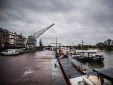 Bewoners Rijnkade in Arnhem vragen om actie tegen 'drugdealers in patserbakken'