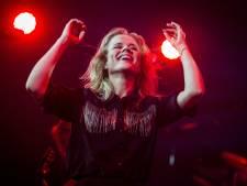 Emotionele Ilse DeLange ontroert in Ziggo Dome