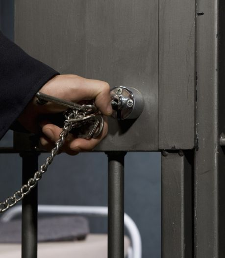 Gevangenis moet 600 sloten veranderen door één WhatsApp-foto van stagiair