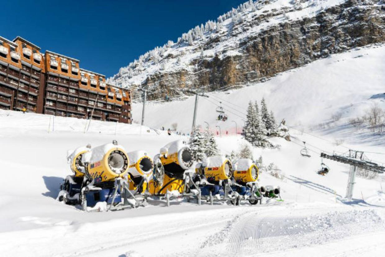 Sneeuwkanonnen in het Franse skigebied Portes du Soleil. Beeld Katja Poelwijk