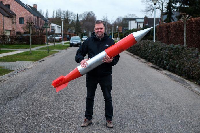 Joost Derkinderen met zijn kernraket.