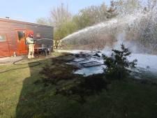 Schuurtje op camping in Veldhoven brandt af, chalet wordt gered