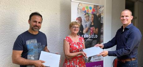 Scholieren krijgen afgedankte laptops van Eindhovense politici