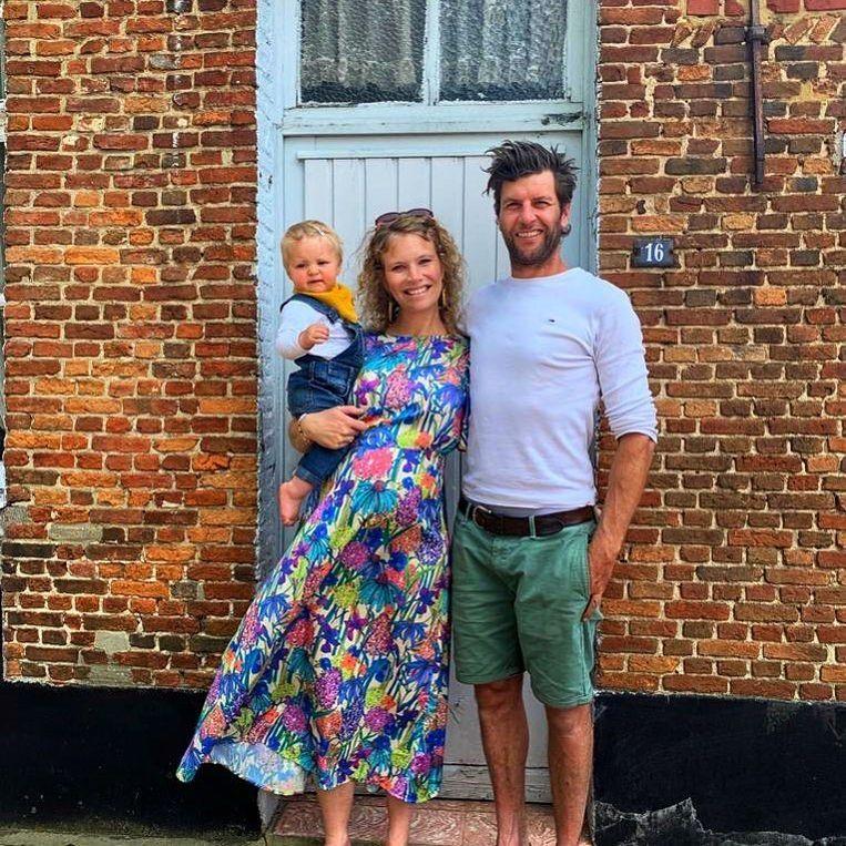 Bartel Van Riet met z'n vrouw Dorien en z'n dochter Lou. De presentator is nu voor de tweede keer papa geworden.