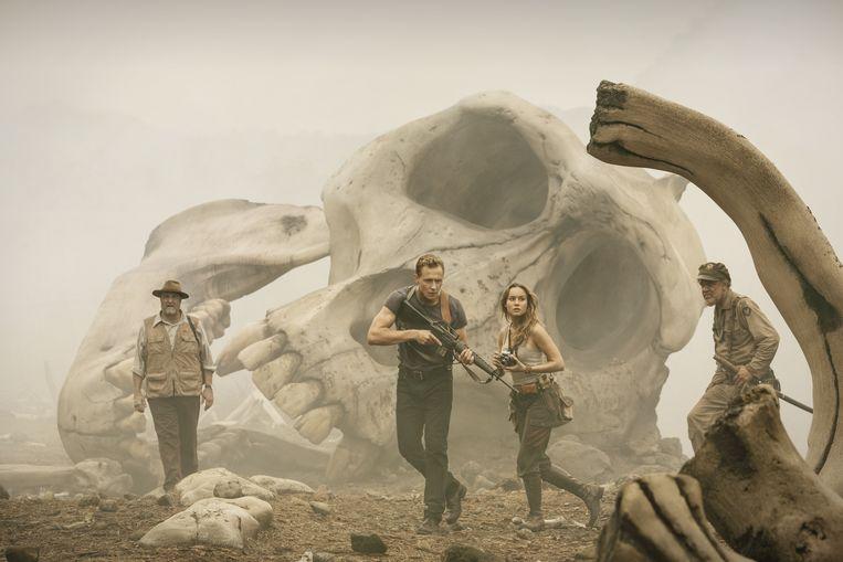 Actiehelden Tom Hiddleston en Brie Larson rennen rond op Skull Island. Beeld Chuck Zlotnick