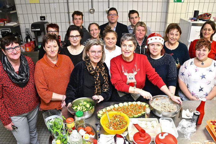 De vrijwilligers van Zonder Honger Naar Bed toverden dankzij de steun van heel wat sponsors en sympathisanten een feestmaal op tafel.