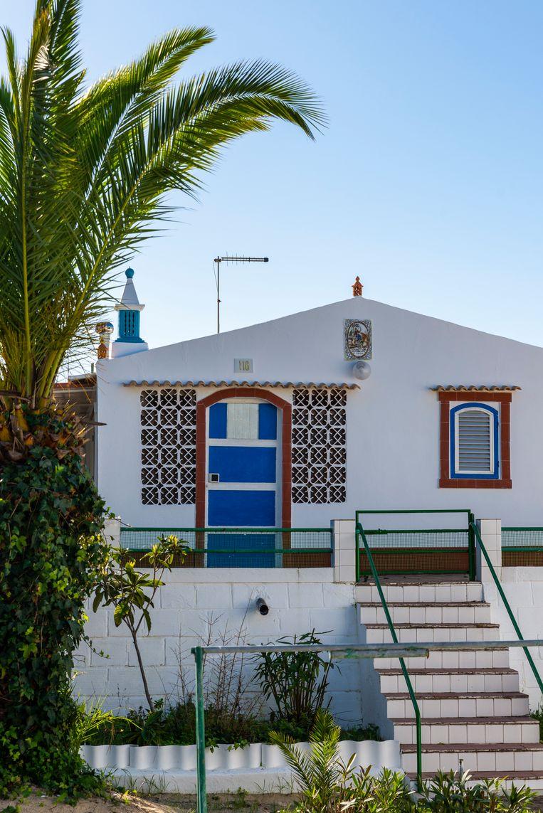 Sfeervolle zomerhuisjes in de stijl van de oude Portugese visserswoningen. Beeld Jessica de Korte