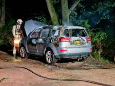 Auto brandt volledig uit in Veenendaal