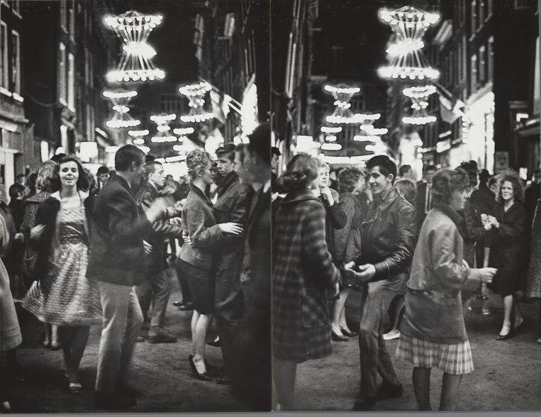 Kermis op de Nieuwmarkt, Amsterdam, 1961. Beeld Ed van der Elsken