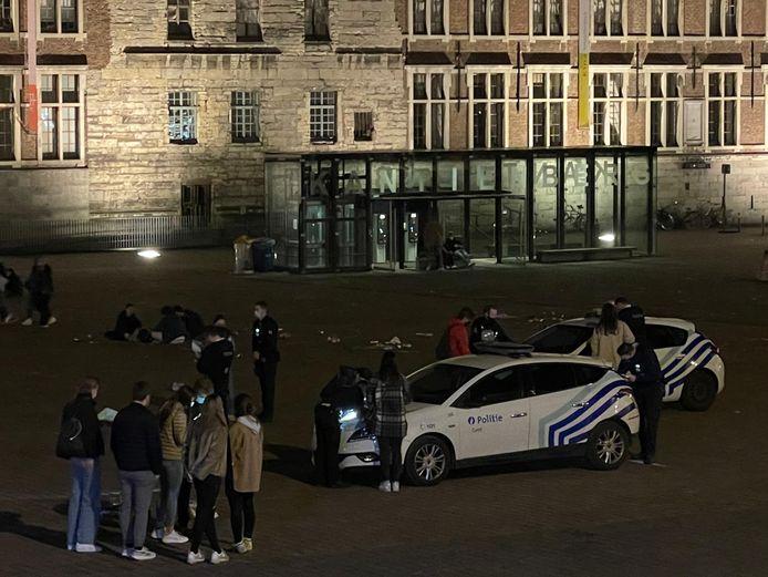 Studenten op de bon bij een politiecontrole op het Sint-Pietersplein.