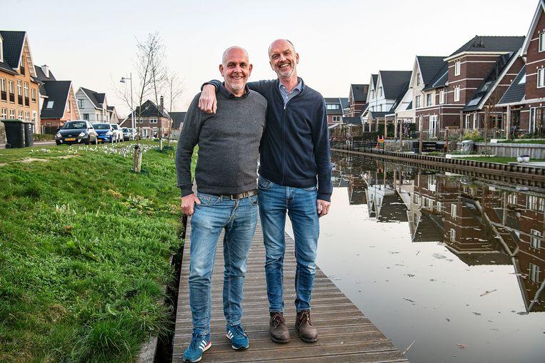 Kasteel en Pasker, nu twintig jaar getrouwd. 'Ik dacht: als hij de pijp uit gaat, wil ik het wel geregeld hebben.' Beeld Guus Dubbelman / de Volkskrant