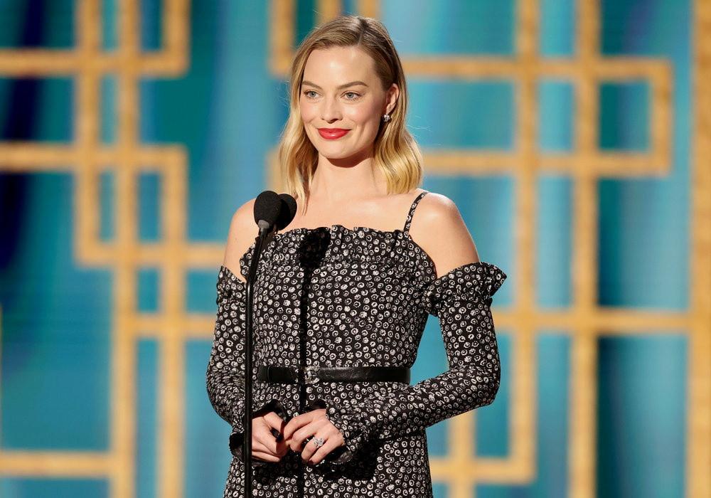 La cérémonie des 78e Golden Globes était co-présentée par Margot Robbie (photo) et Angela Bassett.