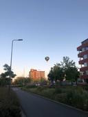 Luchtballon landt middenin Bossche woonwijk, 13 juni 2021.