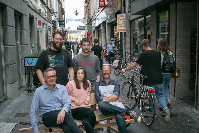 Een groep gelukkige handelaars uit de Nieuwstraat, waar de leegstand helemaal is verdwenen.