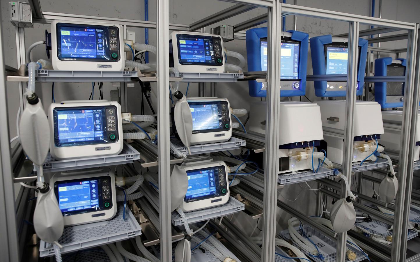 Omdat in ziekenhuizen een tekort aan beademingsapparatuur dreigt, zijn autobouwers bereid hun productie aan te passen.