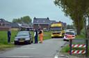 Foto gemaakt op 19 mei 2013. Politie onderzoekt in het Groningse Bedum de auto van de 48-jarige Frank R. uit Cuijk op de locatie waar hij eerder op de dag gearresteerd werd.
