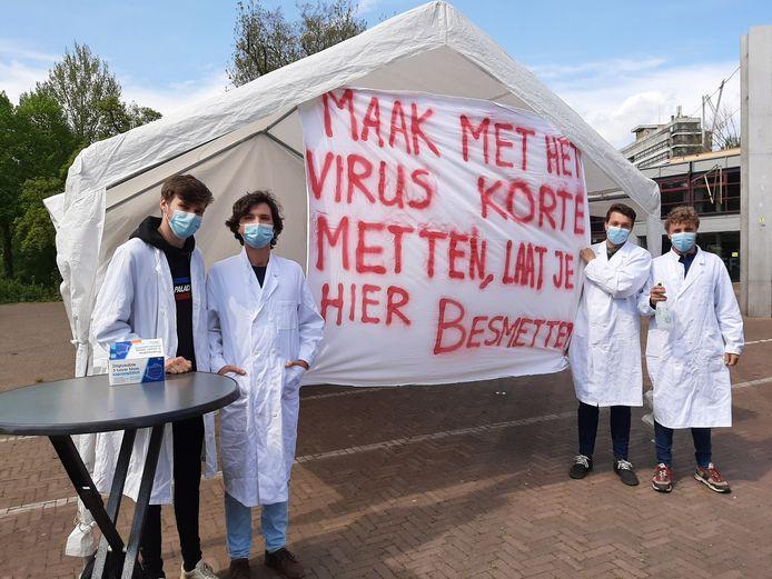 Rens van den Berg, Dylan Plug, Jesse de Vries en Rim Onck bij hun besmetstraat.