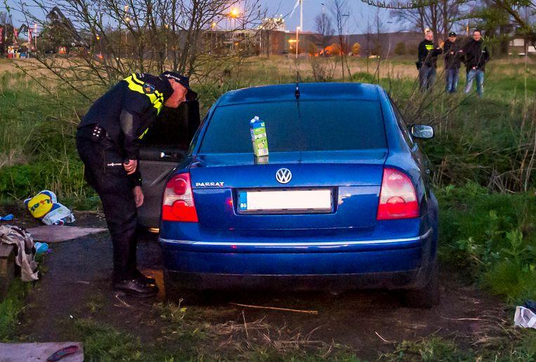 Een inval van de politie in het Amsterdamse Westelijk Havengebied. Bij de actie is een groep Roemenen aangehouden op verdenking van het plegen van diefstallen in het hele land.  Beeld ANP
