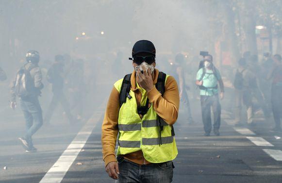 Het vaak gewelddadig protest van de zogenaamde 'gele hesjes' houdt bezoekers weg uit Frankrijk.
