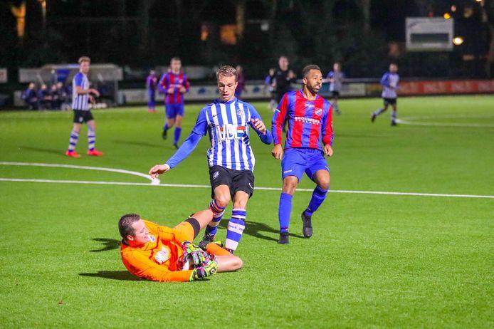 Steven Baggermans in actie als doelman van Brabantia tegen FC Eindhoven AV.
