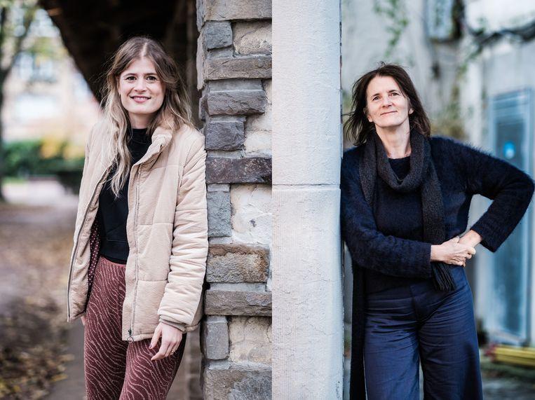 Eva De Roo en haar meter Monique. Beeld BOB VAN MOL