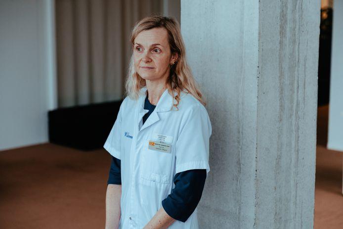 Volgens immunologe Isabelle Meyts is het helemaal niet zeker dat leeftijd de belangrijkste risicofactor is om een ernstige covidbesmetting op te lopen.