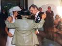 Rien Ogier, zoon van trouwambtenaar Treesje Ogier, trouwde op 23 augustus 2002 met Anouschka Peterink.