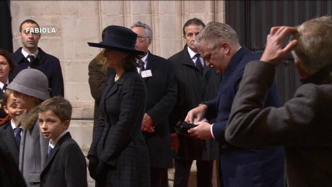 Prins Laurent met zonnebril in de kerk