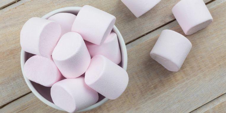 hoe-zit-dat-precies-helpen-marshmallows-echt-tegen-keelpijn.jpg