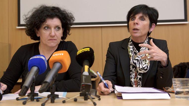 Minister van Justitie Annemie Turtelboom (L) en onderzoeksrechter Martine Michel hadden vandaag een ontmoeting met de nabestaanden van de slachtoffers. Beeld PHOTO_NEWS