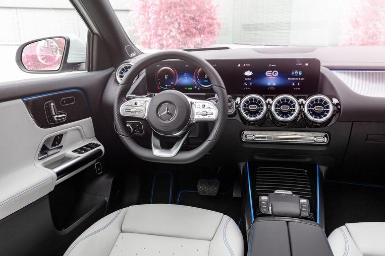 Het interieur is luxe en overdadig, maar nergens krijgt de bestuurder het gevoel dat de overdaad schaadt. Beeld