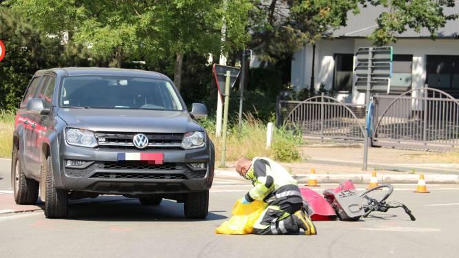 Fietsster in levensgevaar na aanrijding op rotonde