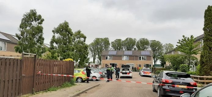 De Iepenlaan in Oost-Souburg is afgezet voor onderzoek.