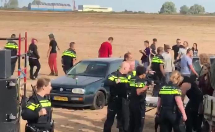 Politie grijpt in tijdens illegale houseparty Deest