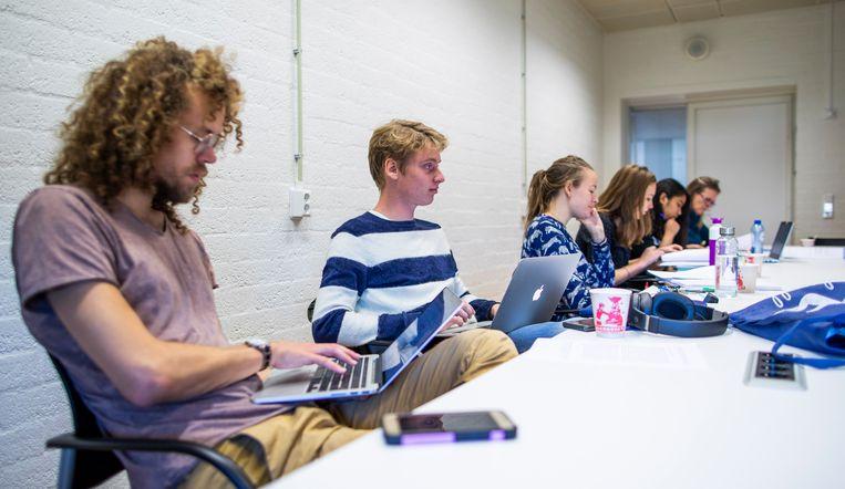 Tweedejaars studenten Nederlands van de VU - de toekomstige 'international Dutch experts' of 'epische taalbazen'? Beeld Freek van den Bergh / de Volkskrant