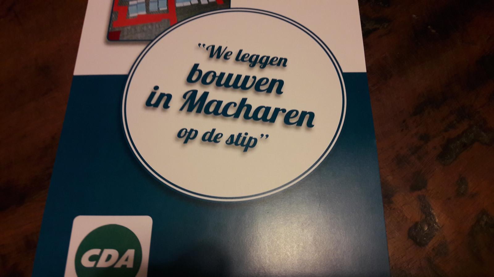 De flyer van het CDA om Macharen na te laten denken over woningbouw op de vroegere voetbalvelden in het dorp.