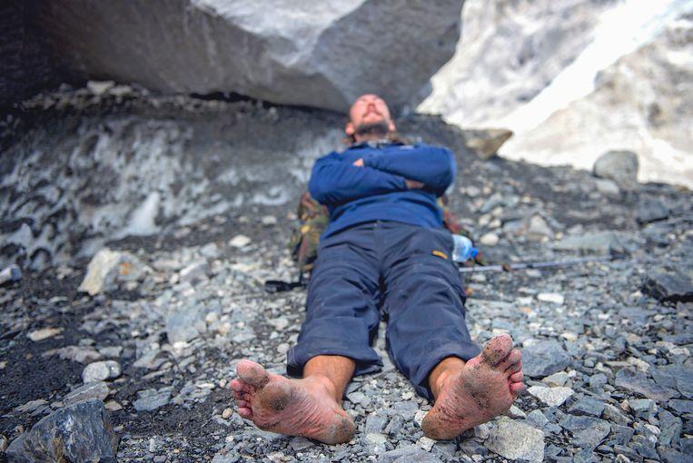 Anton Nootenboom, The Barefoot Dutchman, op weg naar het Everest Basecamp. Beeld